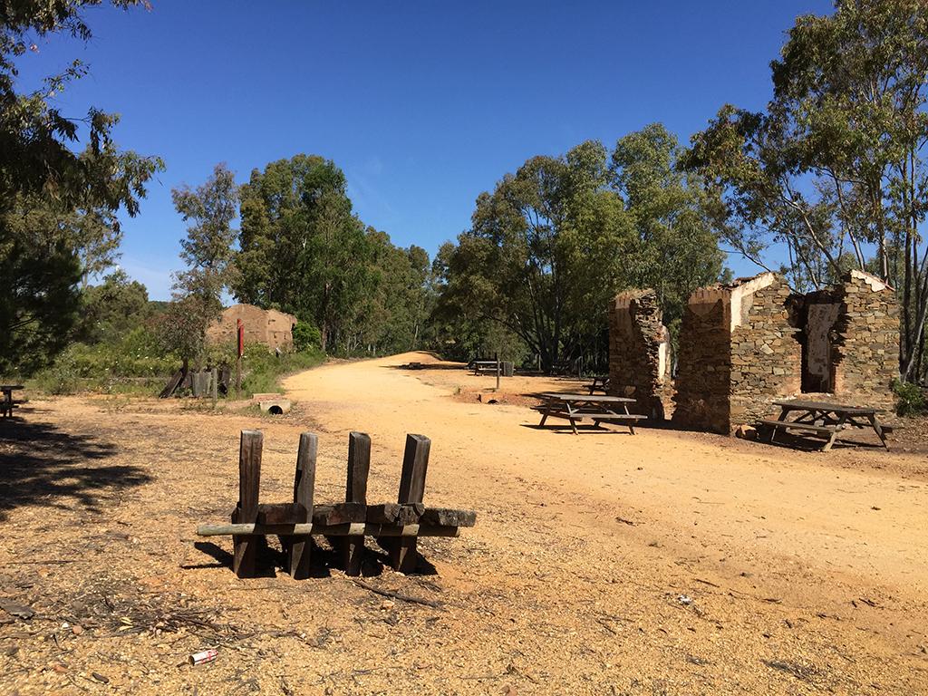 Área de descanso en el antiguo apeadero de El Sardón