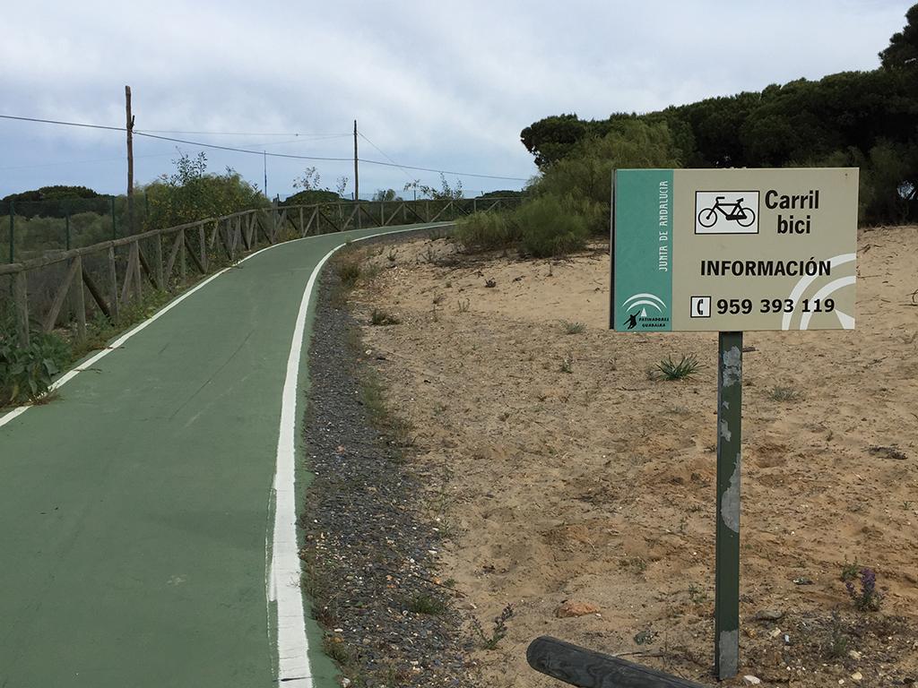 Carril bici que nos llevará a Huelva desde el Cruce de La Bota