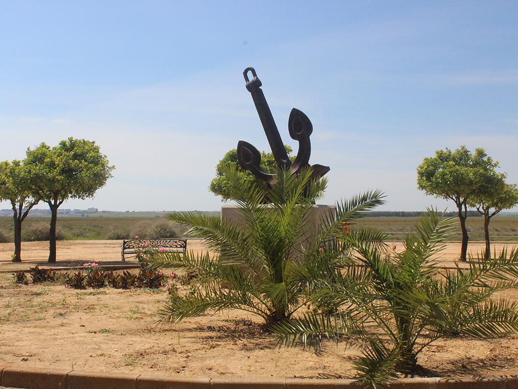 Monumento a la carabela La Niña en el Muelle de la Ribera