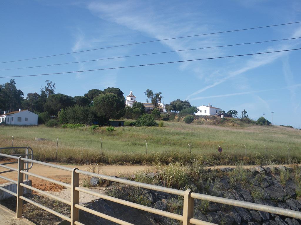 Ermita de Montemayor, desde el puente sobre el arroyo de Montemayor
