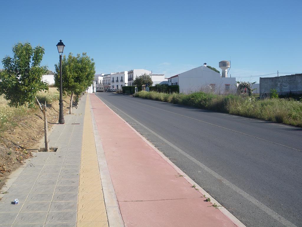 Llegando a Paterna del Campo por el carril bici desde Escacena