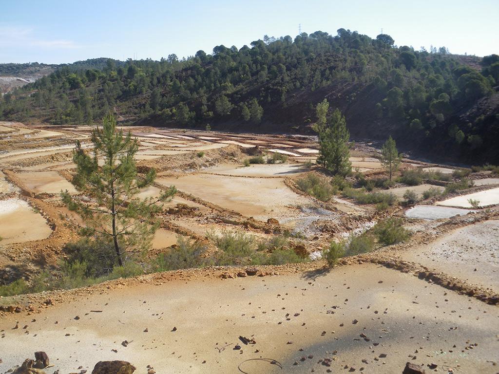 Terrazas para la decantación del mineral, junto al río